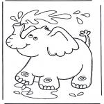 Zwierzęta - Słoń tryska wodę